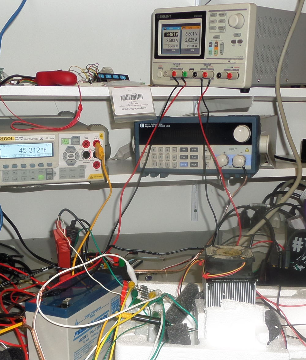 Peltier test setup with power supply and thermocouple monitor.